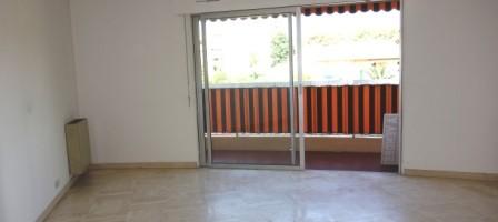 3 pièces traversant 69 m² , 2 stationnements, proche toutes commodités