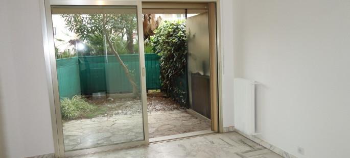 Quartier Stanislas, studio rénové en rez de jardin, grande terrasse