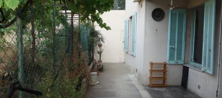 Quartier Stanislas, Agréable studio ensoleillé en rez de jardin, cave et garage